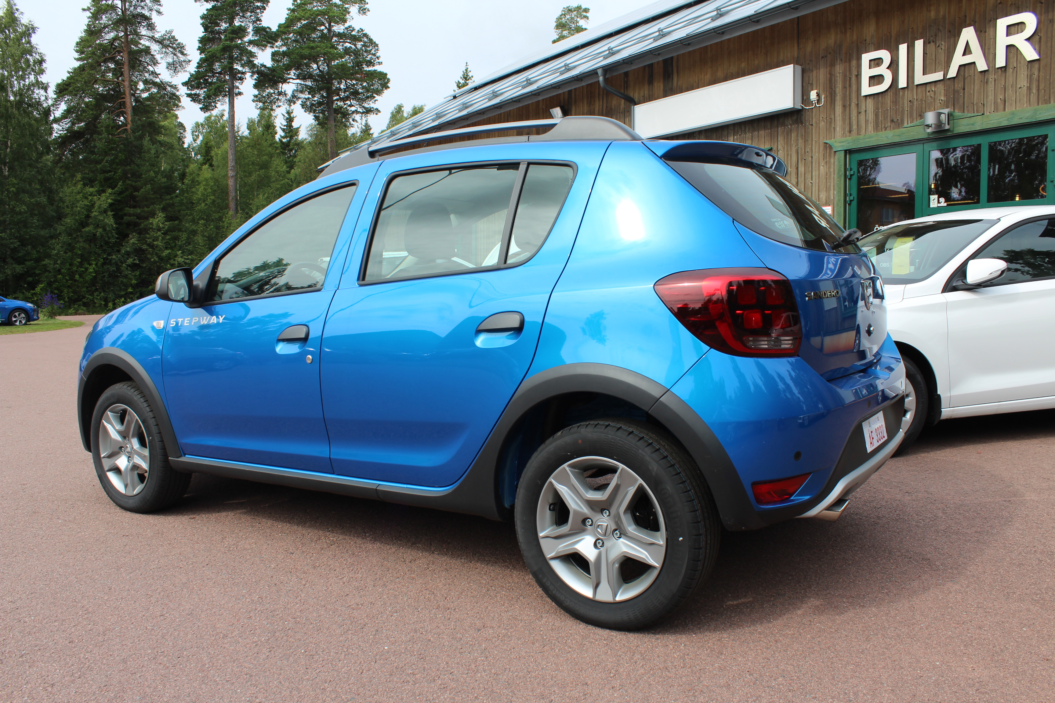 dacia sandero stepway tce 90 easy r automat navigation och ac. Black Bedroom Furniture Sets. Home Design Ideas